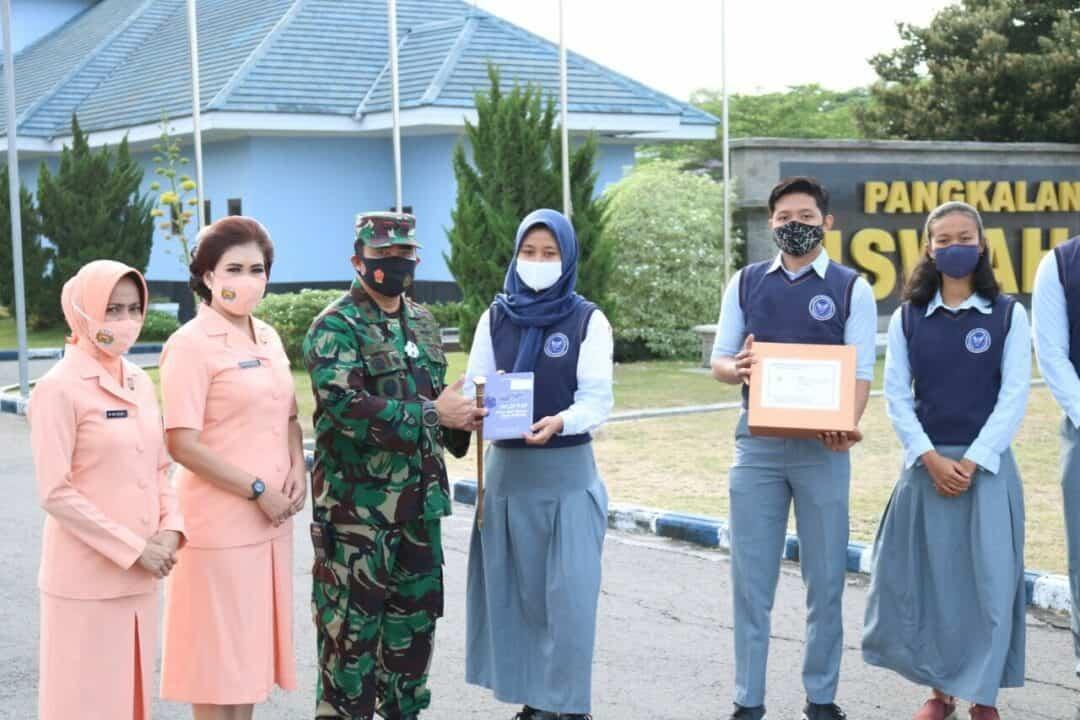"""Danlanud Iswahjudi Bekali Siswa-Siswi SMA Pradita Dirgantara Melalui Buku """"N219 Karya Anak Bangsa untuk Indonesia"""""""