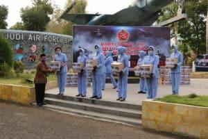 Peringati HUT ke-75 TNI, Lanud Iswahjudi Salurkan Bantuan Sosial
