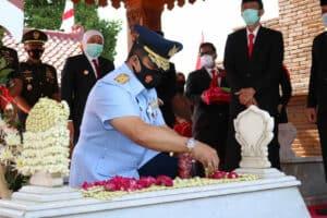 Danlanud Iswahjudi Ikuti Ziarah Ke Makam Gubernur Jatim Pertama