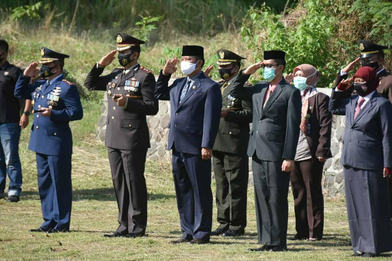 Kegiatan Ziarah Nasional di TMP Sawala Kabupaten Majalengka Diperingati Dalam Rangka HUT TNI ke-75