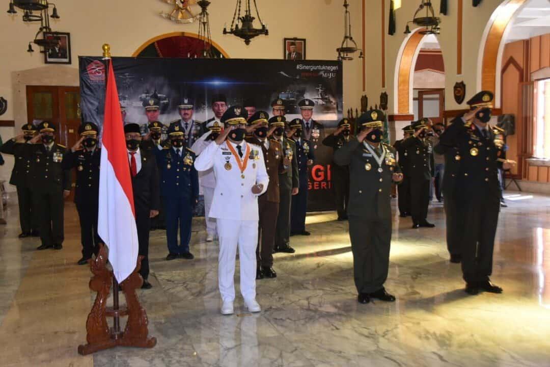 TNI-Polri Se-Jawa Barat Ikuti Upacara HUT TNI Ke-75 Secara Virtual di Kodam III Siliwangi