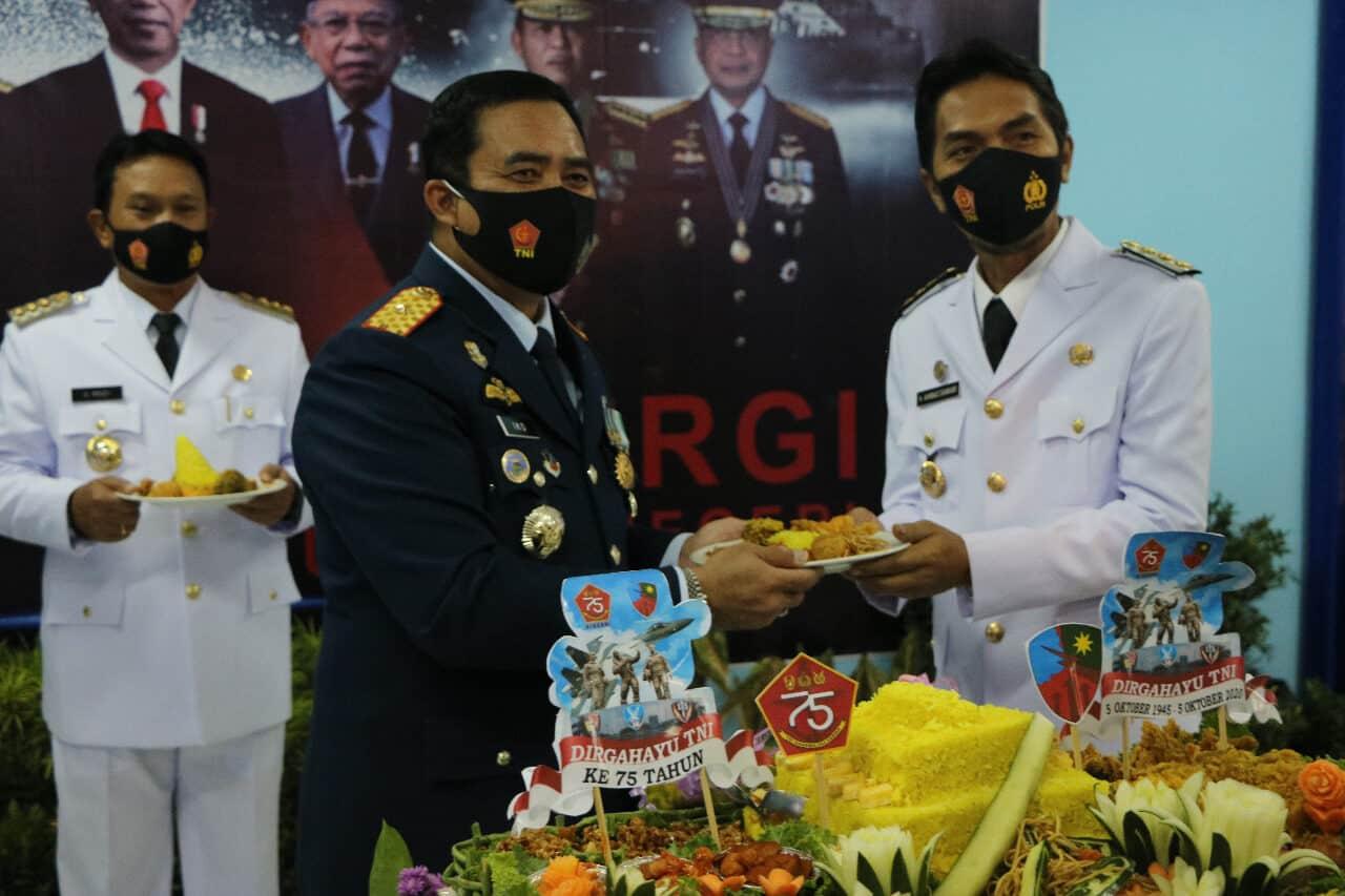 Pejabat Karesidenan Madiun Ikuti Upacara HUT ke-75 TNI Secara Virtual Di Lanud Iswahjudi