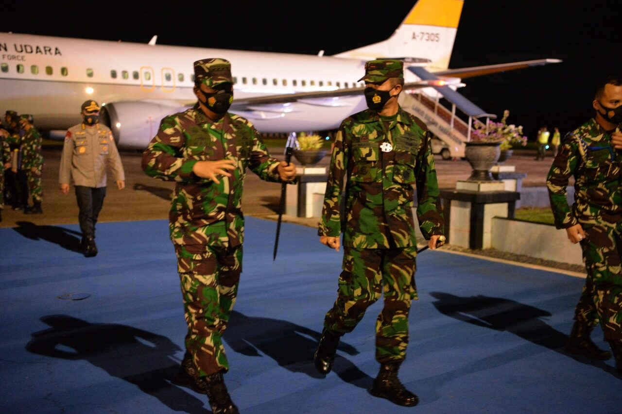 Komandan Lanud Sultan Hasanuddin Sambut Transit Panglima TNI dan Irwasum Polri