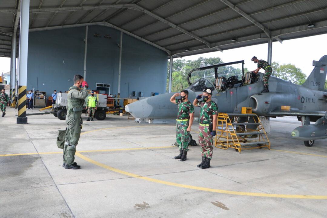 3 Pesawat Hawk Dari Skadud 1 Tinggalkan Bumi Lancang Kuning