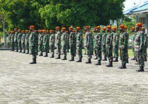 Yonko 462 Paskhas Laksanakan Tradisi Pengukuhan Bendera Kompi