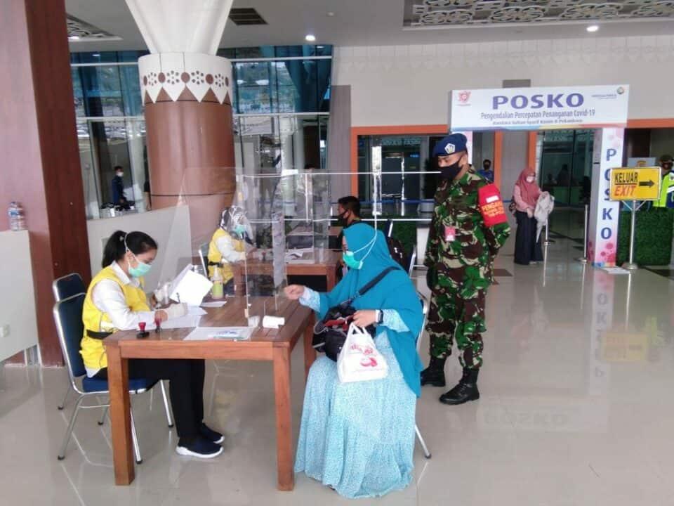Satgas Covid-19 Lanud Rsn, Awasi Protokol Kesehatan Penumpang Bandara SSK II