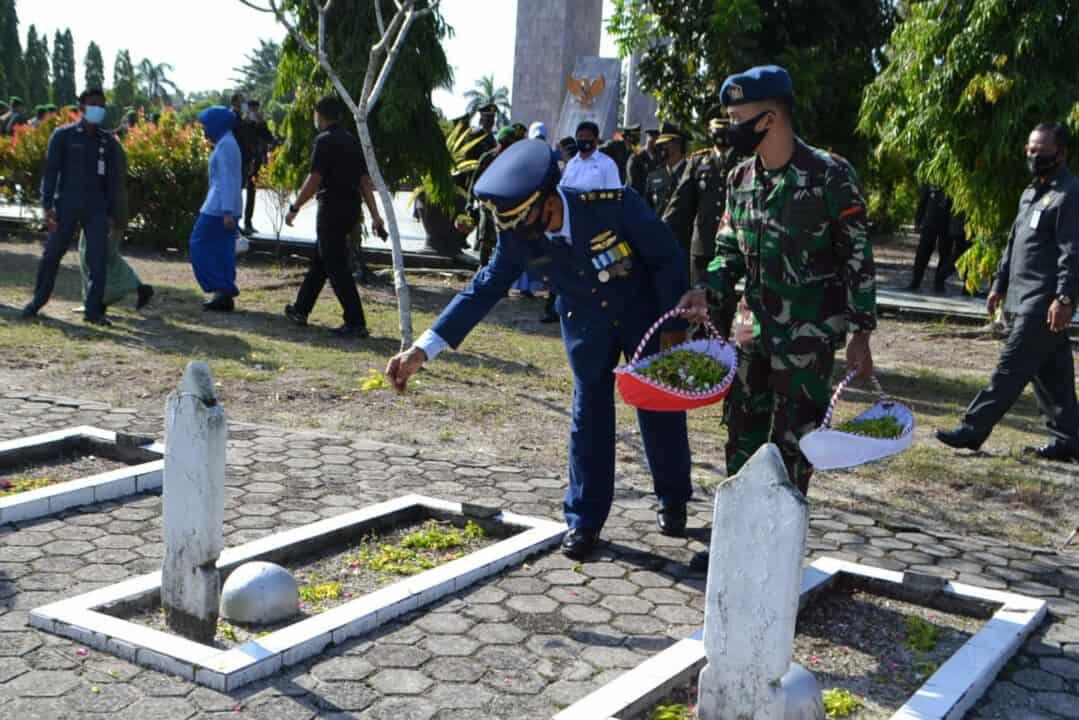 Ziarah Nasional dan Tabur Bunga Warnai Peringatan Hari Pahlawan di Provinsi Kalimantan Selatan