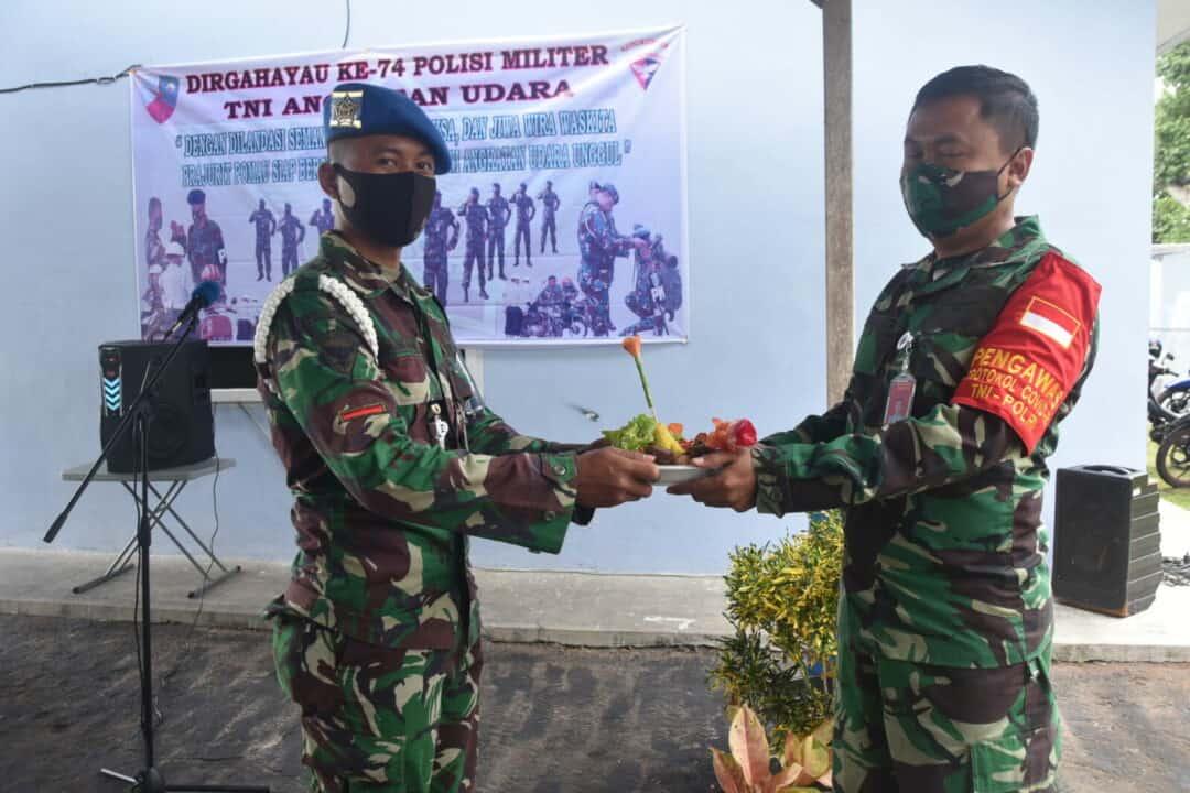 HUT Ke-74 Polisi Militer Angkatan Udara Diwarnai Dengan Pemotongan Tumpeng.