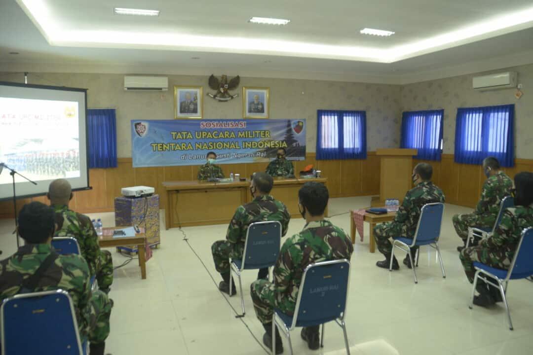 Personel Lanud I Gusti Ngurah Rai Mengikuti Sosialisasi Tata Upacara Militer TNI
