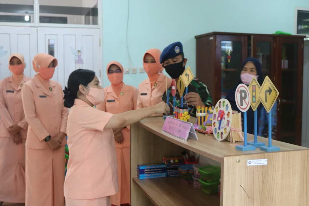 Ketua Yasarini Cabang Lanud Iskandar didampingi Komandan Lanud Iskandar Tinjau Langsung TK dan KB Angkasa Lanud Iskandar