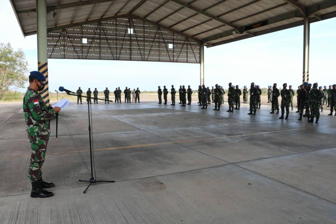 DANLANUD EL TARI MEMBACAKAN AMANAT KEPALA STAF TNI AU DALAM RANGKA HUT KE-74 POMAU
