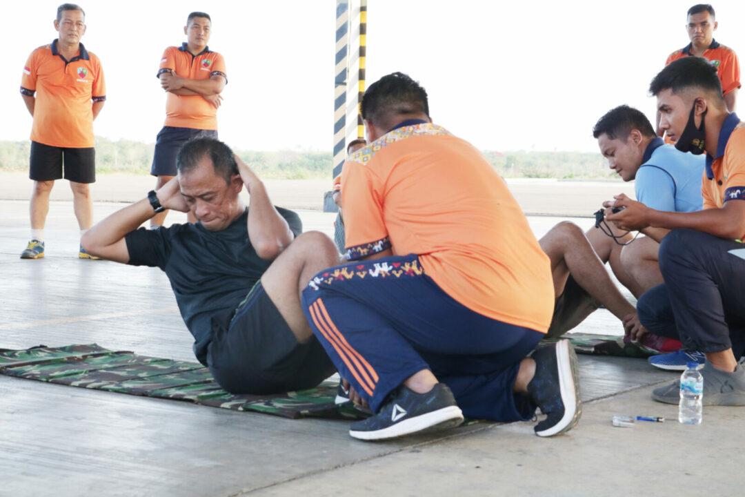Personel Lanud El Tari Melaksanakan Tes Samapta
