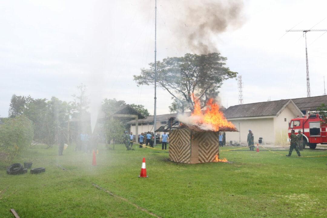 Simulasi Penanggulangan Bahaya Kebakaran DI Kosekhanudnas III