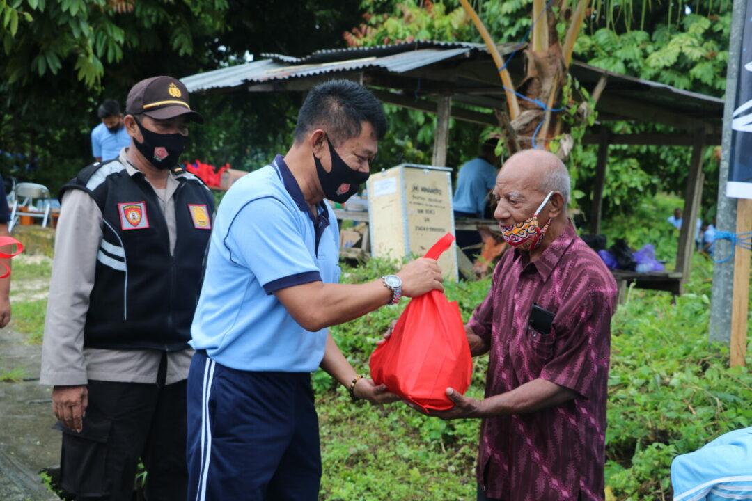 Menjelang Hari Natal Dan Tahun Baru Panglima Koopsau III Bersama Polres Biak Serta Masyarakat Lakukan Kerja Bakti