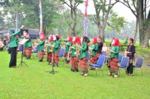 Baksos TNI AU Peduli, Bagikan 1000 Paket Sembako pada Rangkaian Hari Nusantara 2020 di Lanud Sulaiman
