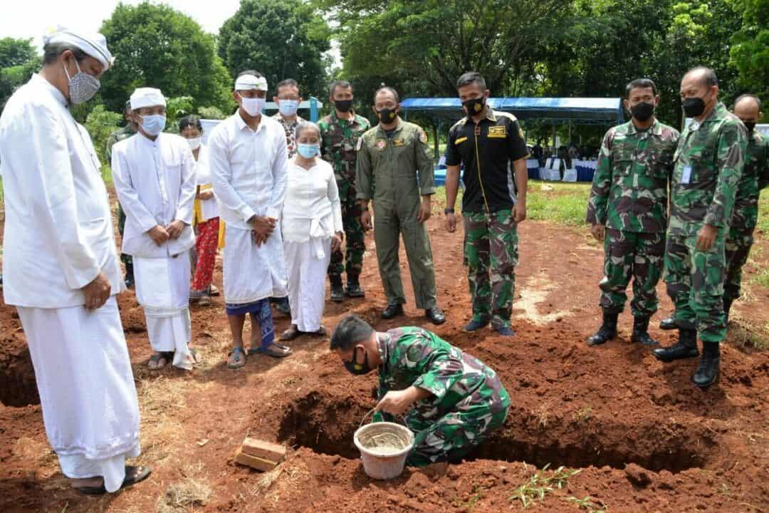 Danlanud Suryadarma Meletakkan Batu Pertama Tanda Dimulainya Pembangunan Pura Lanud Suryadarma