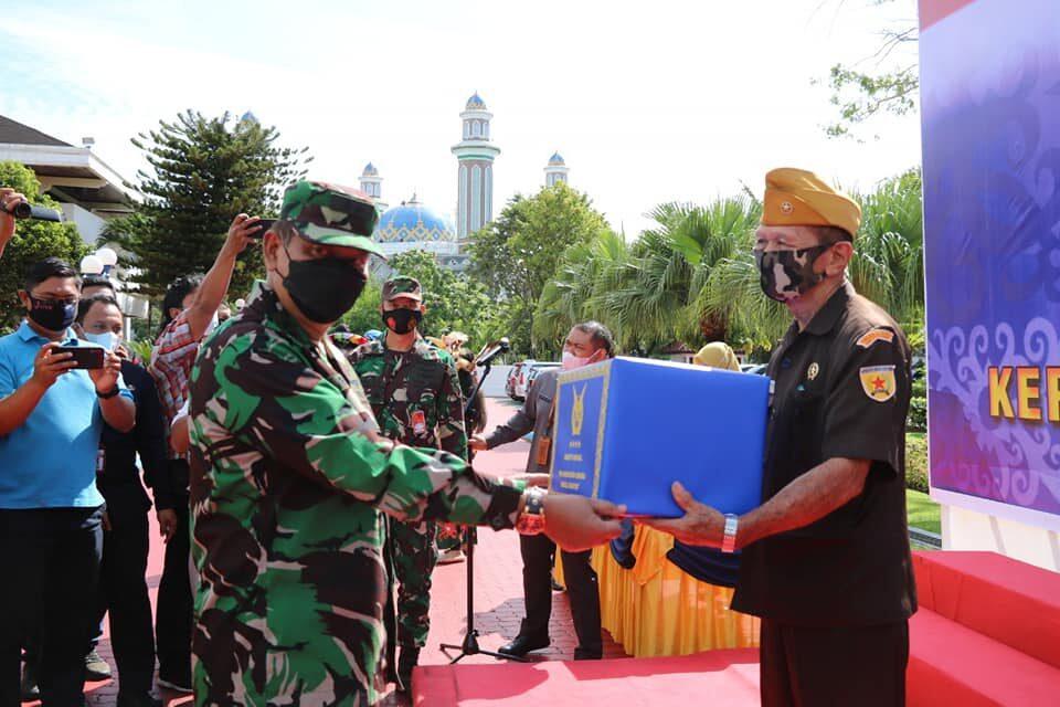 Baksos TNI AU Peduli, Bagikan 1000 Paket Sembako