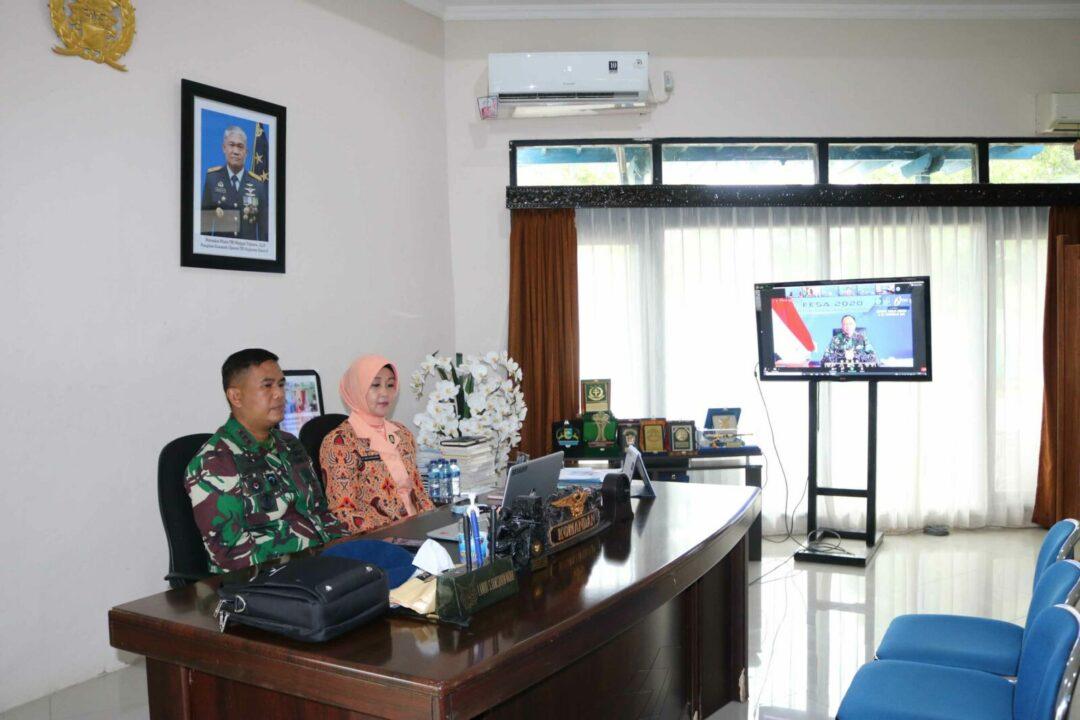 Komandan Lanud Sjamsudin Noor dan Ketua Yasarini Pengurus Cabang Lanud Sjamsudin Noor Mengikuti Pembukaan FESA 2020 Secara Virtual