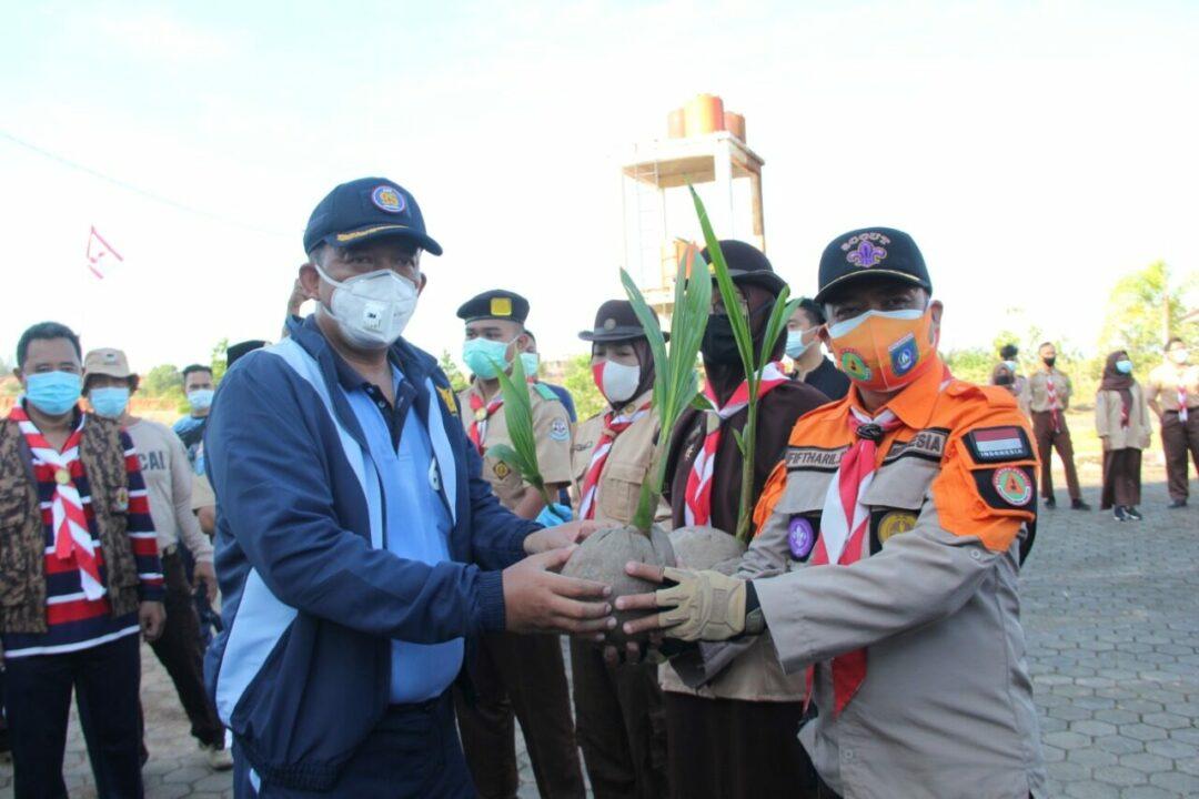Danlanud RHF Ikuti Jalan Sehat dan Penanaman 1 Miliar Pohon Kelapa