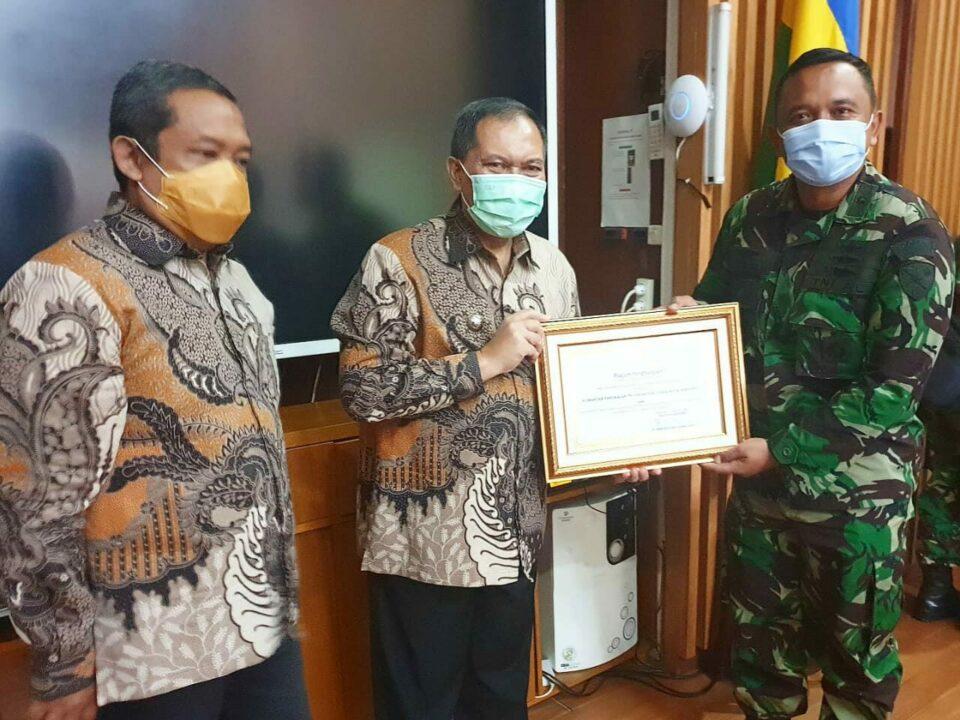 Lanud Husein Sastranegara Raih Piagam Penghargaan Wali Kota Bandung 2020