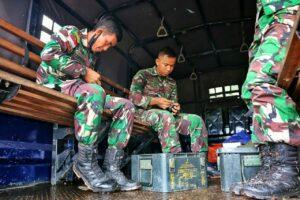 Asah Kemampuan, Prajurit Lanud RHF Latihan Menembak