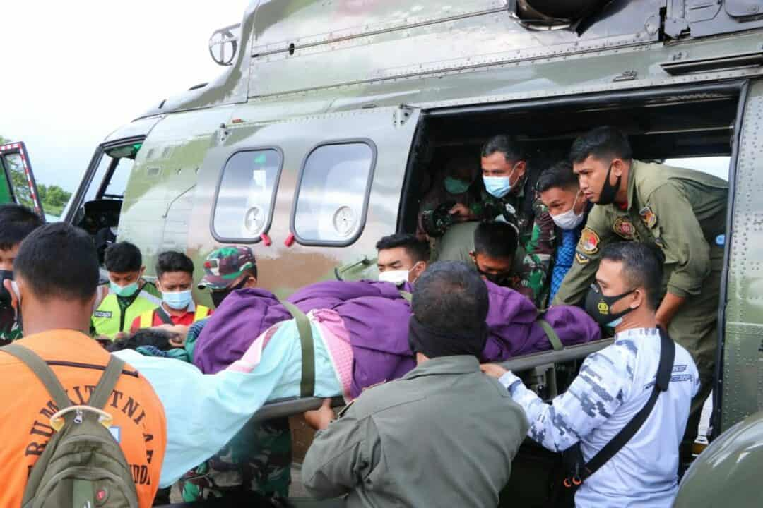 Lanud Sultan Hasanuddin Menerima Korban Gempa Mamuju Yang Dievakuasi Helikopter Super Puma TNI Angkatan Udara
