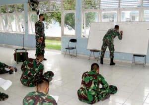 Yonko 462 Paskhas Berikan Pembekalan Intensif Bahasa Inggris Kepada Prajurit Yang Akan Mengikuti Seleksi Satgas PBB