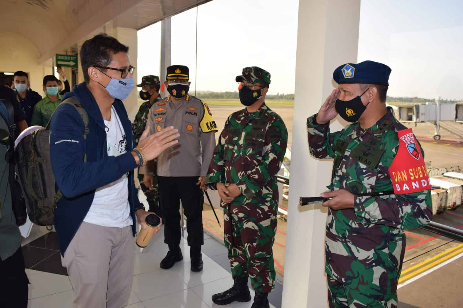 Danlanud Hang Nadim Beserta Forkopimda Kepri Dan Batam Menyambut Menparekraf Di Bandara Hang Nadim Batam