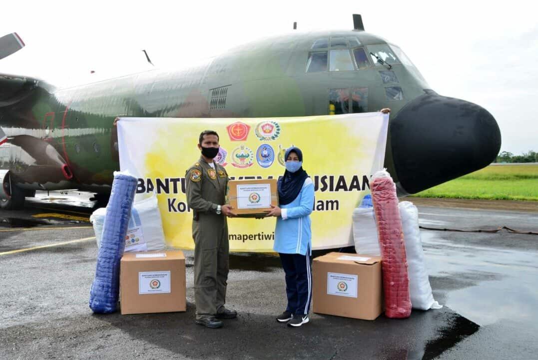 Dharma Pertiwi Koorcab Banjarmasin Daerah F Salurkan Bantuan Ketua Umum Dharma Pertiwi Untuk Korban Terdampak Banjir di Kalimantan Selatan