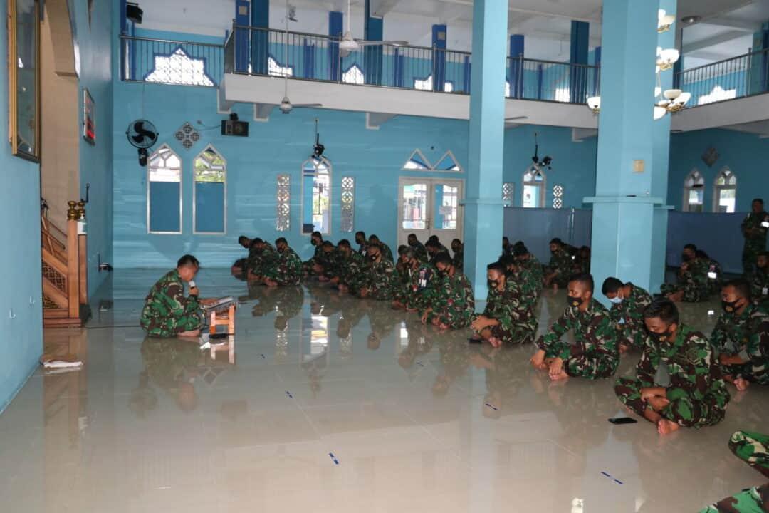 Lanud Dhomber Awali Dinas Dengan Sholat Dhuha Bersama