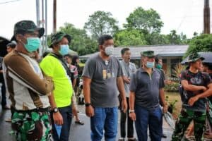 Tanjungpinang Dilanda Banjir, Prajurit Lanud RHF Sigap Evakuasi Warga