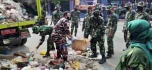 Personel Lanud Rsn Bantu Pemko Pekanbaru Bersihkan Sampah