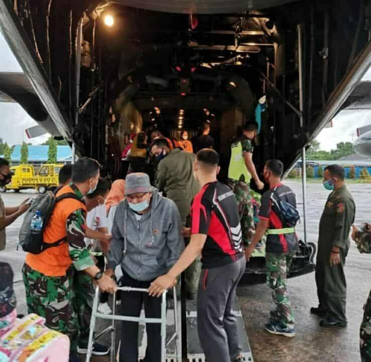 PESAWAT HERCULES TNI AU KEMBALI EVAKUASI KORBAN GEMPA BUMI MAMUJU