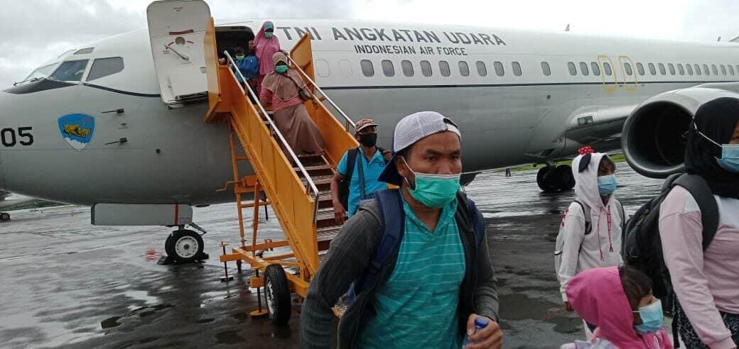 PESAWAT BOEING B 737 MILIK TNI AU KEMBALI MENGEVAKUASI 90 ORANG KORBAN GEMPA MAMUJU