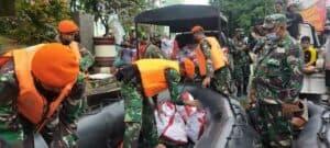 Pendistribusian Bantuan Logistik Untuk Korban Banjir Dari Satgas Korpaskhas Dari Presiden RI Untuk Korban Banjir Di Wilayah Kalsel Yang Sulit Dijangkau