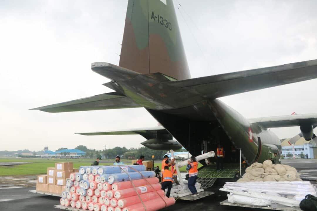 123 ton Bantuan ke Sukbar dan Kalsel Telah Dikirimkan Dari Lanud Halim