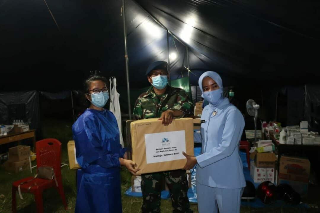 KOMANDAN DETASEMEN TNI AU MAMUJU MENERIMA DAN MENDISTRIBUSIKAN BANSOS DARI ISTRI PRAJURIT ANGKATAN UDARA 91