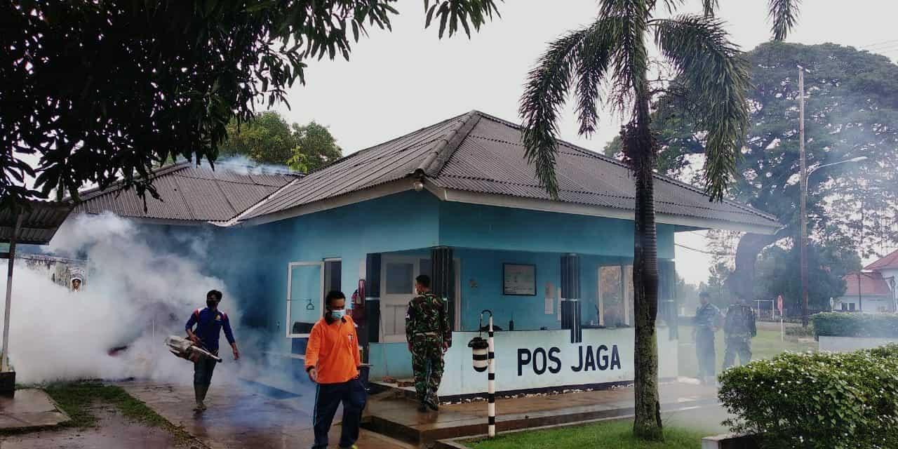 Lanud Suryadarma Cegah Wabah Demam Berdara Dengan Fogging di Lingkungan Perkantoran dan Pemukiman