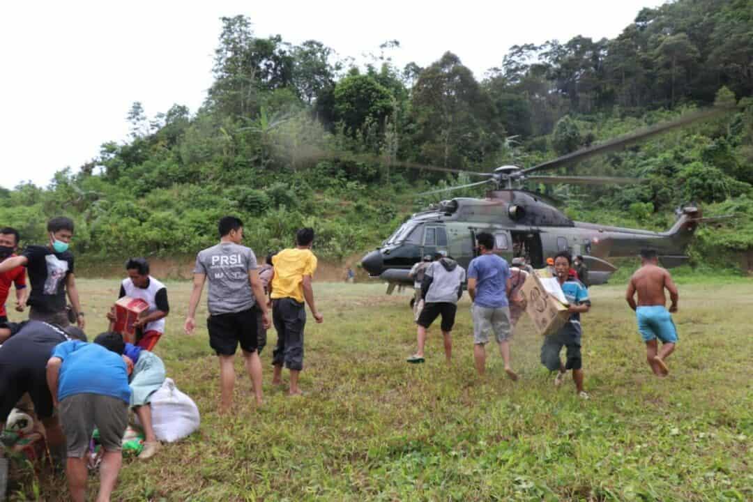 Pesawat Helikopter Super Puma H-3213 Milik TNI Angkatan Udara Angkut Bansos ke Mamuju