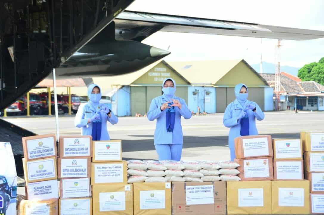 PIA AG Cab. 4/G.II Lanud Sulaiman Turut Berpartisipasi Bantu Korban Gempa di Sulawesi Barat dan Korban Banjir di Kalimantan Selatan.