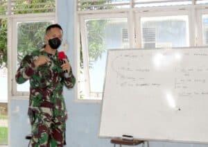 Yonko 462 Paskhas Berikan Pembekalan Bahasa Inggris Kepada Prajurit Mengikuti Seleksi Satgas PBB