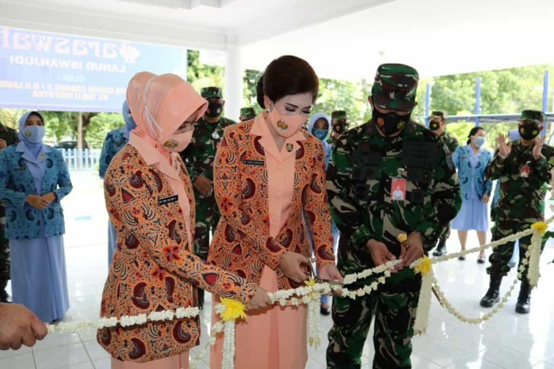 Ny. Yanti Ikoputra Resmikan LKP Saraswati Lanud Iswahjudi.