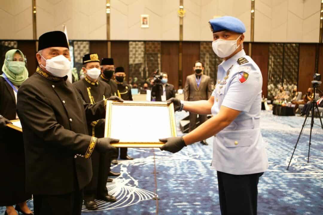 Mayor Adm Yogie Azhar Dianugerahi Penghargaan Dari Gubernur Kaltim