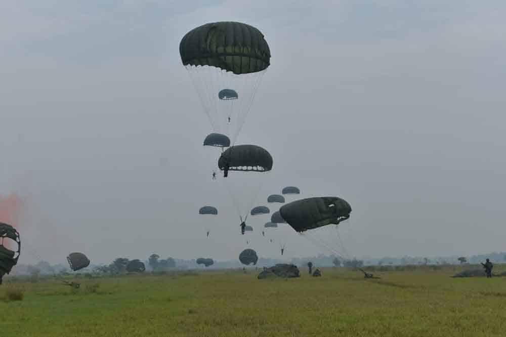 Terjun Penyegaran Batalyon Komando 461 Wing 1 Paskhas
