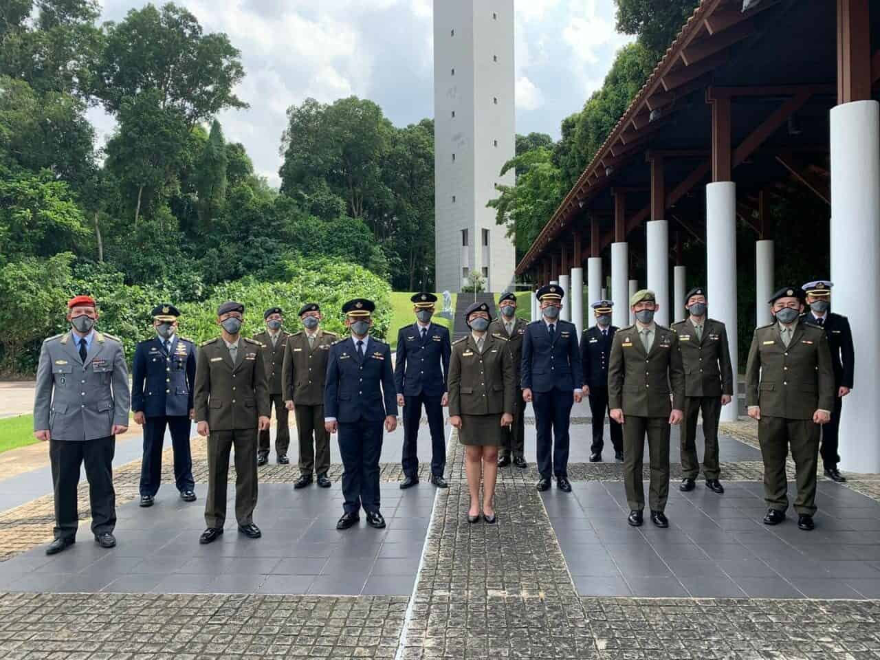 TIGA PAMEN TNI IKUTI PENDIDIKAN SESKO DI SINGAPURA