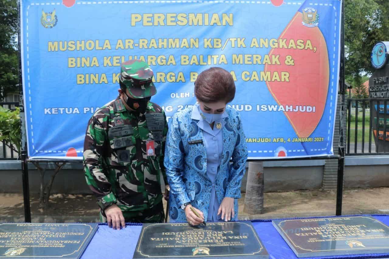 Ketua PIA AG Cab.2/D.II Resmikan Bina Keluarga Balita dan Mushola Ar Rahman KB/TK Angkasa Lanud Iswahjudi