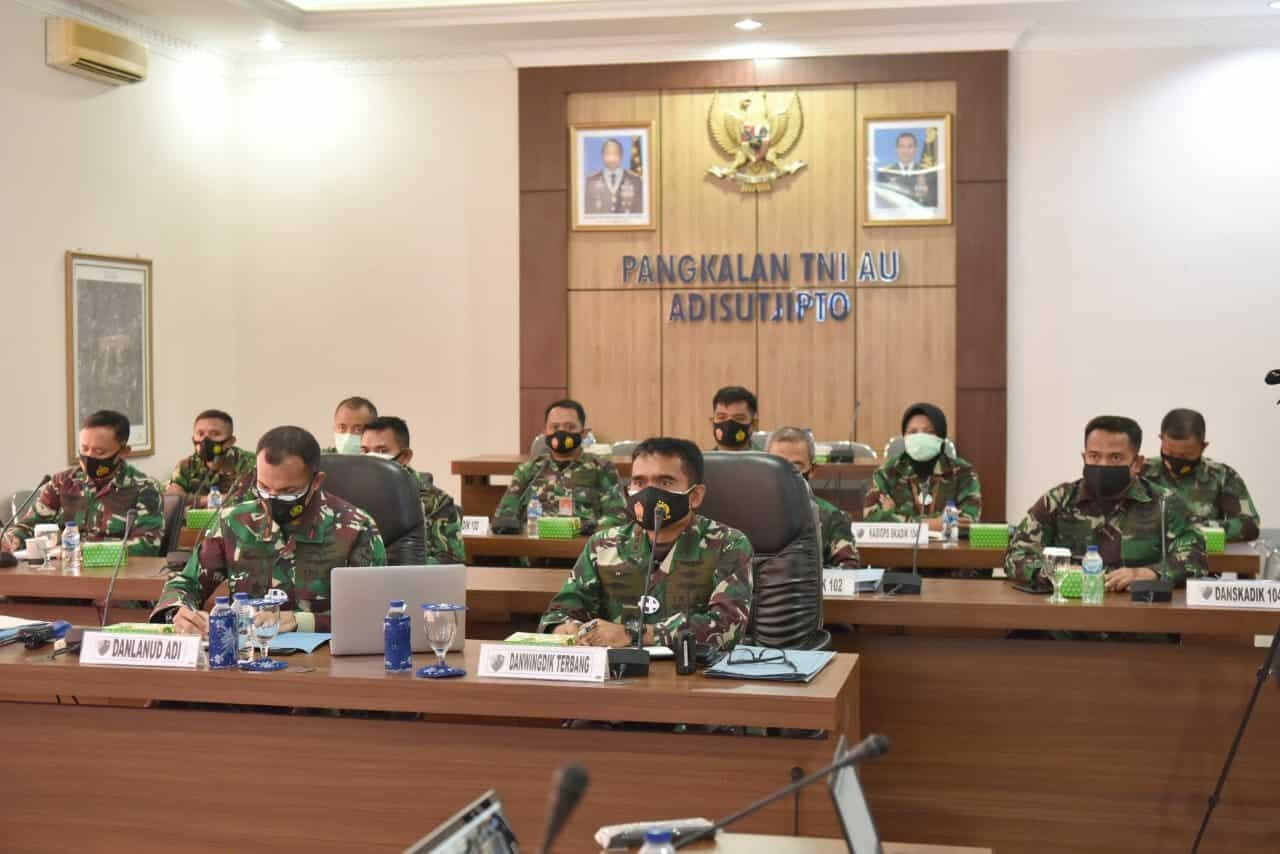 Pengarahan Kasau secara virtual diikuti Komandan Lanud Adisutjipto beserta jajaran