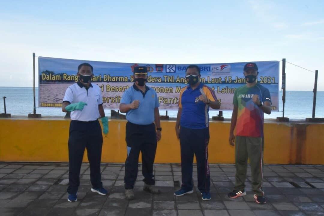 Komandan Lanud Sutan Sjahrir Hadiri Acara Bersih Pantai Dalam Rangka Hari Dharma Samudera TNI Angkatan Laut.