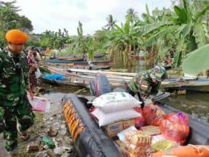 Evakuasi Hari Ke-2 di Wilayah Terdampak Bencana Gempa Mamuju Oleh Paskhas TNI AU