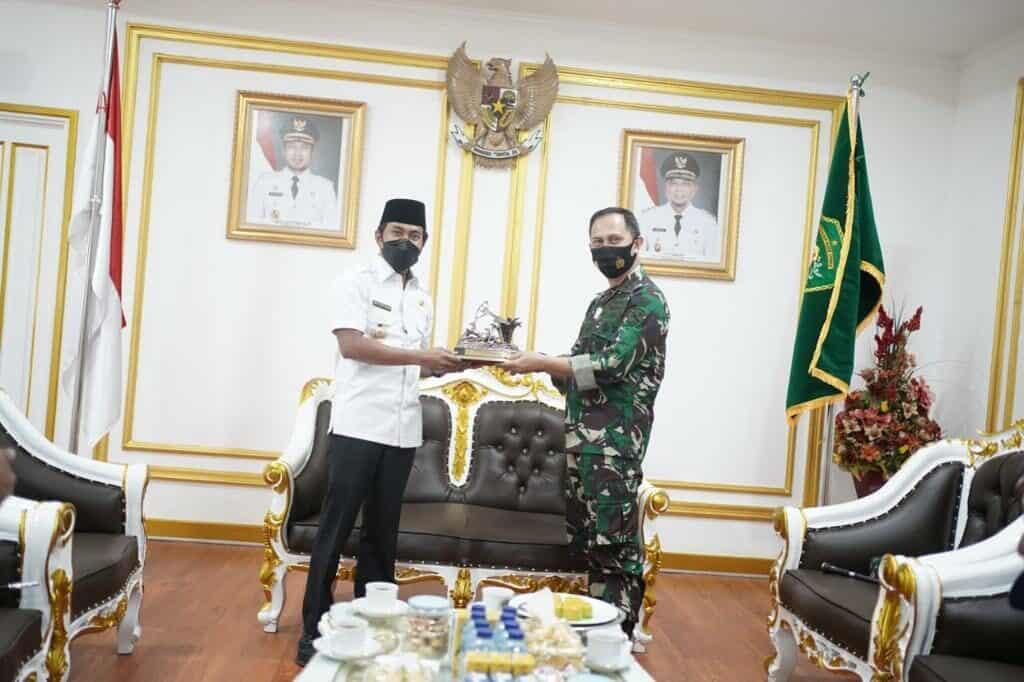 Komandan Lanud Dhomber Berkunjung Silaturahmi ke Kantor BupatiPPU
